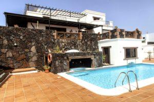 Poolbereich der Villa in La Asomada